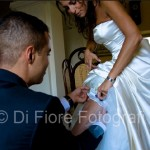 Fotografi matrimonio Napoli. Accessori per la sposa. Giarrettiera per la sposa. Dettagli sexy per la sposa.