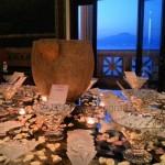 Fotografi matrimonio Napoli. Confettata matrimonio romantico. Sfondo panorama Vesuvio