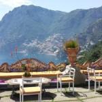 Fotografi matrimonio Napoli. Matrimonio a Positano. Terrazza sul mare per ricevimento nuziale.