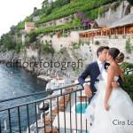 Fotografi matrimonio Napoli. Il bacio degli sposi. Matrimonio romantico in costiera.