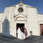 Matrimonio a Ostuni. Nozze in estate. Chiese matrimonio Puglia. L'ingresso della sposa in Chiesa.
