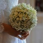Fotografi matrimonio Napoli. Bouquet minimal chic. Roselline e mughetto.