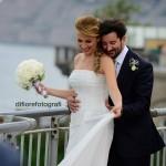Il giorno delle nozze. La felicità, l'amore, il sorriso degli sposi. Scatti spontanei del matrimonio