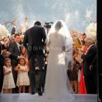 Emozioni al matrimonio. Scatti romantici sposi. Il lancio del riso. Chiesa SS. Annunziata Vico Equense.