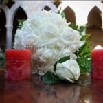 Moda sposa 2015. Il bouquet di rose bianche: un classico intramontabile per una sposa elegante!