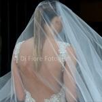 Wedding Trends 2015. Per la sposa 2015 profonde scollature e veli romantici.