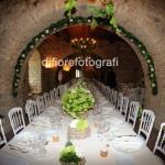 Matrimonio natural chic. Tavolo imperiale. Nozze in Umbria.