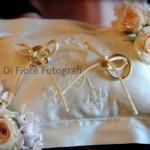 Idee di nozze. Il cuscino portafedi romantico e raffinato