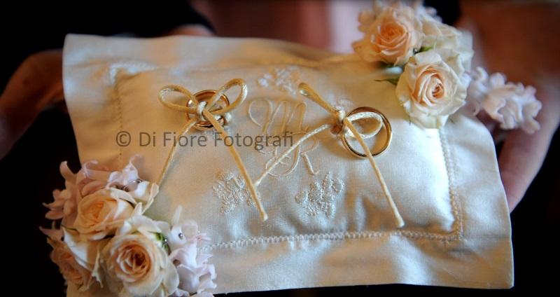 Idee Di Nozze Il Cuscino Portafedi Romantico E Raffinato Wedding Photographer Fotografi Napoli Di Fiore Fotografi 081 475160