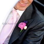Matrimonio perfetto. Dettagli di classe e coordinati per lo sposo. La bottoniera floreale.