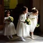 Emozione ed euforia delle flower girl alla cerimonia nuziale
