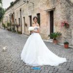 Matrimonio perfetto. Sposa raffinata ed elegante. La scelta dell'abito da sposa