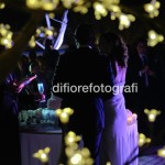 Festeggiare il matrimonio. Il brindisi agli sposi. Foto spontanee. Reportage