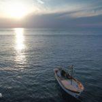 La barca per gli sposi. L'arrivo degli sposi dal mare. Matrimonio da sogno