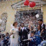 Lancio dei coriandoli al matrimonio alternativa romantica al lancio del riso