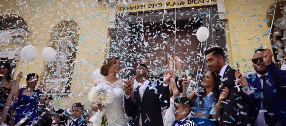 lancio coriandoli agli sposi