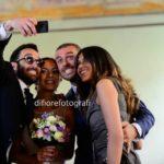 Selfie agli sposi. La moda del selfie anche al matrimonio.