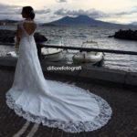 Matrimoni a Napoli. Meraviglio sfondo del golfo a Mergellina