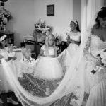 Suggerimenti e trucchi per tenere il velo da sposa in posizione perfetta