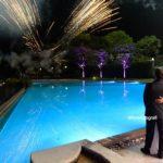 Wedding party in piscina per un tuffo nell'amore